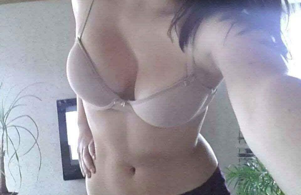 Williges blondes Sex Girl pur im Cam2Cam Chat steht auf anal fingern